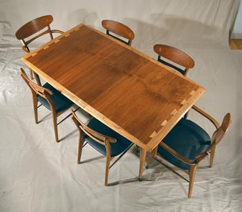 http://www.massmodern.net/images/350_MM048_Overhead_Qtr_Angle_Table_Chairs.jpg